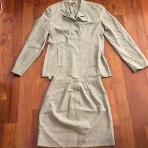 MaxMara light grey summer skirt suit